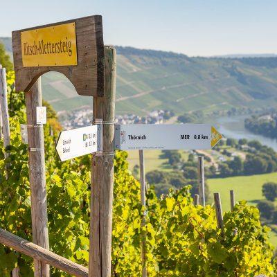 Klettersteig-Thoernischer_Ritsch-Moselhotel-Sonnenuhr-tonimedia-2389a-1800px
